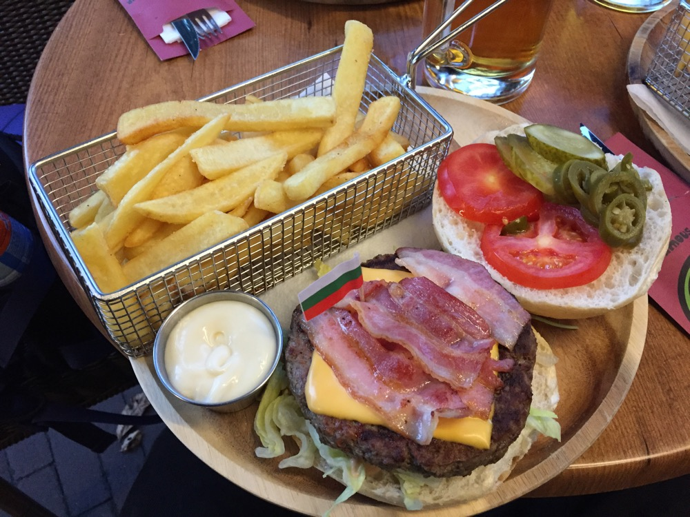 foto van Burger & Fries @ Famous Burger
