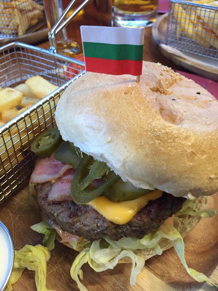 burger @ Famous Burger