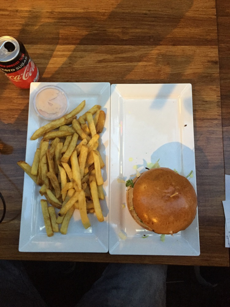 Foto van Burger + Fries