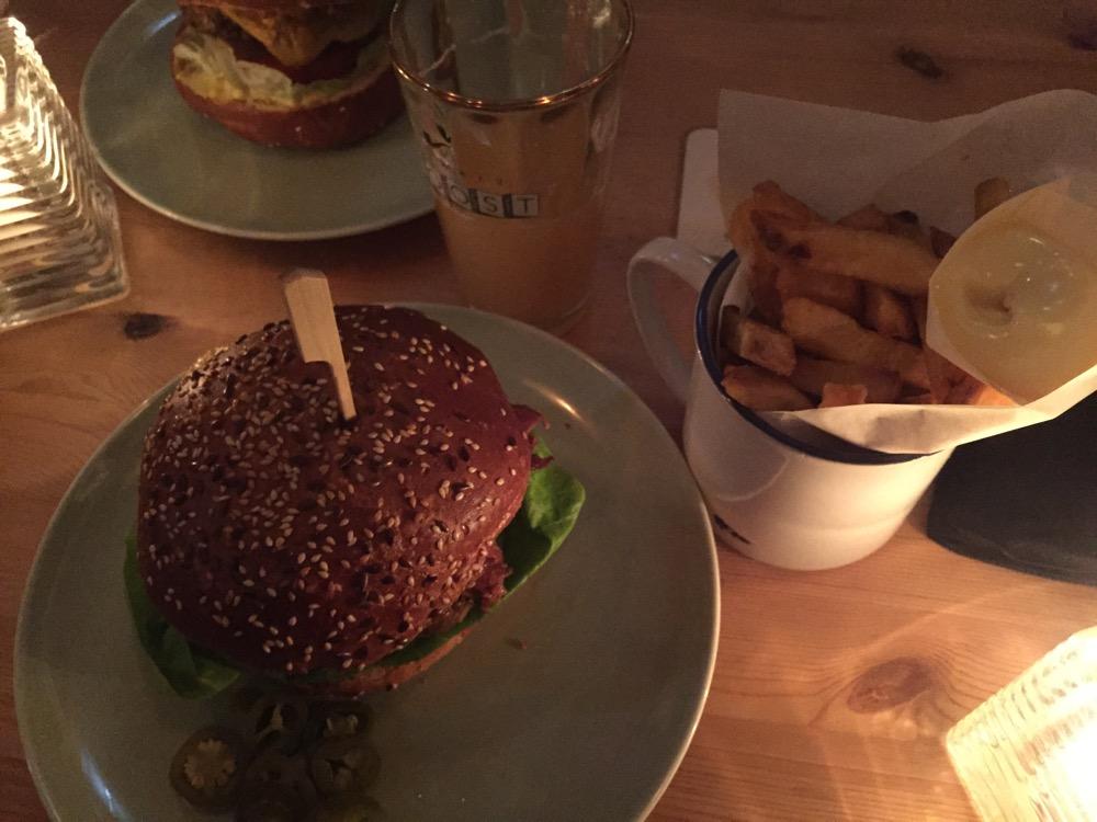 Foto van Burger + Friet 2