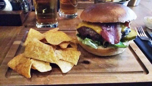 Foto van Beefburger met bacon en kaas