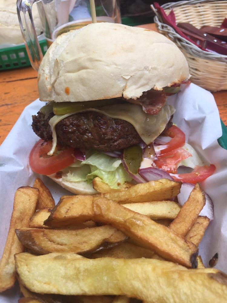 Foto van Burger & Fries @ Coco's Outback